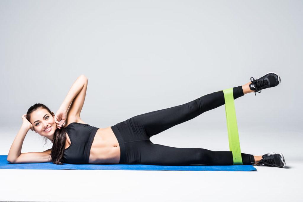 Exercice 6: Abduction de la hanche couchée avec élastique